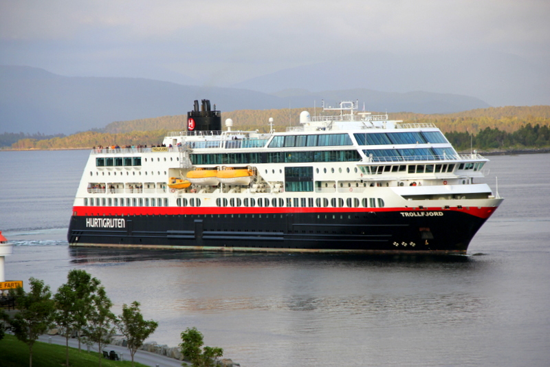 Linka Hurtigruten vyplouvá z  Molde (45 body)